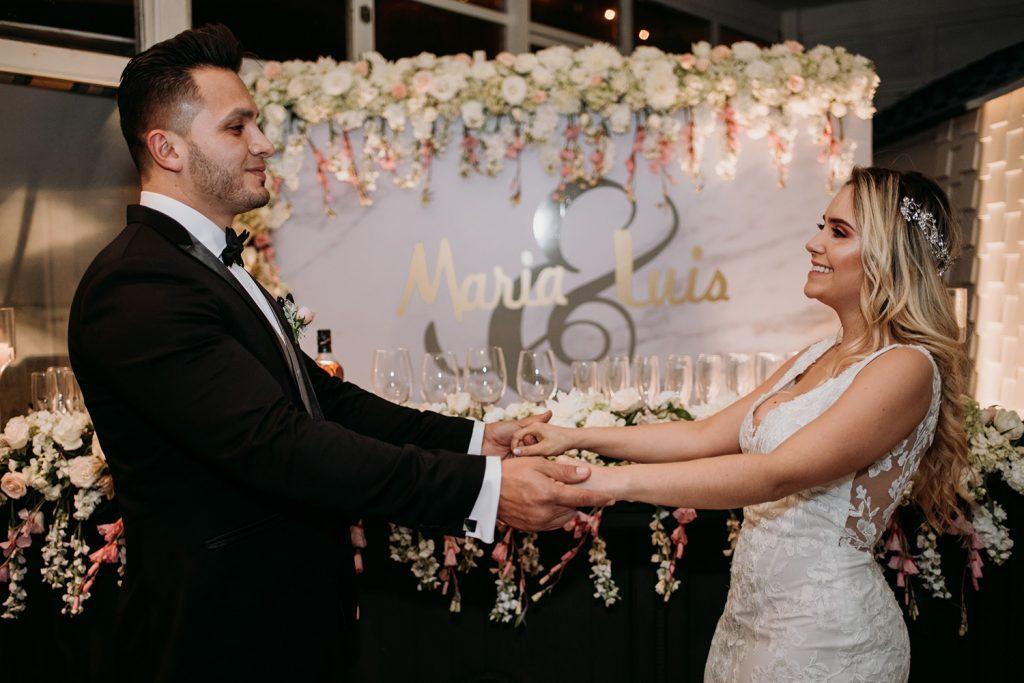 Razones para usar la decoración de tu boda en tu sesión de fotos de esposos - Novios: María Paula y Luis - Fotografía: Bruno Perich