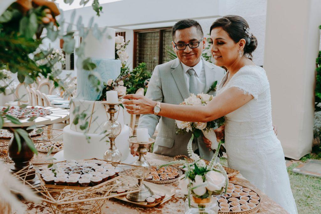 Razones para usar la decoración de tu boda en tu sesión de fotos de esposos - Novios: Hilda y Alex - Fotografía: Roots in Love