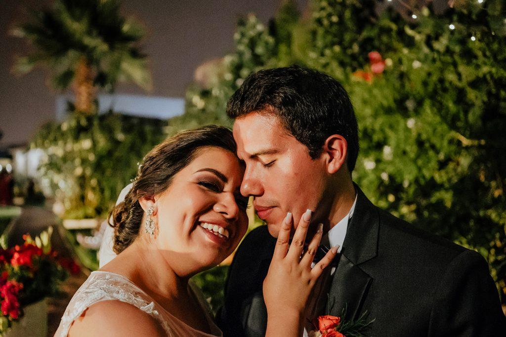 Razones para usar la decoración de tu boda en tu sesión de fotos de esposos - Novios: Leslie y Angelo - Fotografía: Majo Bodas