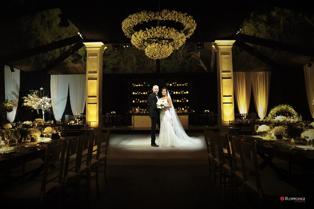Razones para usar la decoración de tu boda en tu sesión de fotos de esposos - Novios: Cristina y Tom - Fotografía: Roppongi