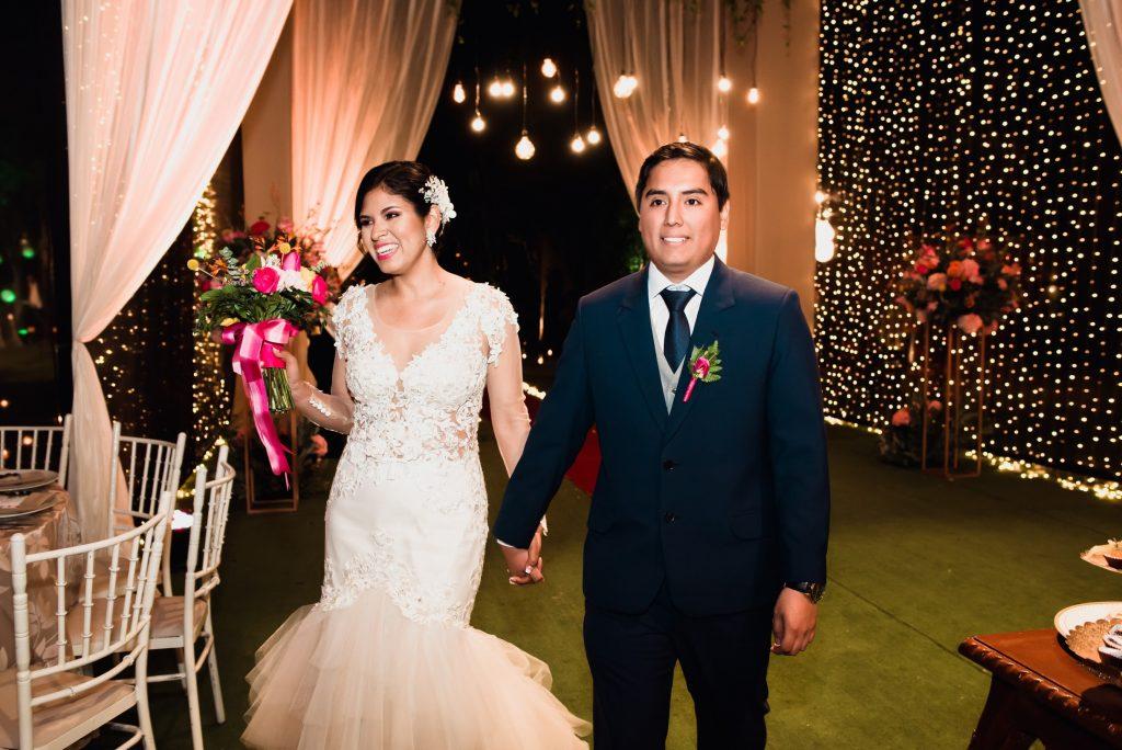 Vestido de Novia y traje de novio - 10 maneras efectivas para ahorrar en la planificación de tu boda - El blog de Su