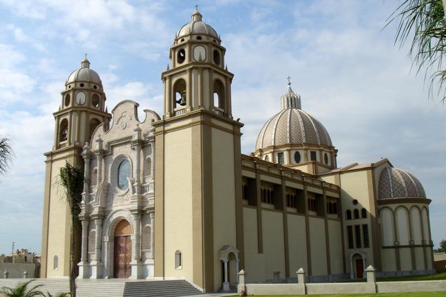 Catedral de Nuevo Chimbote - Destinos increíbles para luna de miel y sesiones de fotos en Ancash - El blog de Su - Susana Morales Wedding & Event Planner