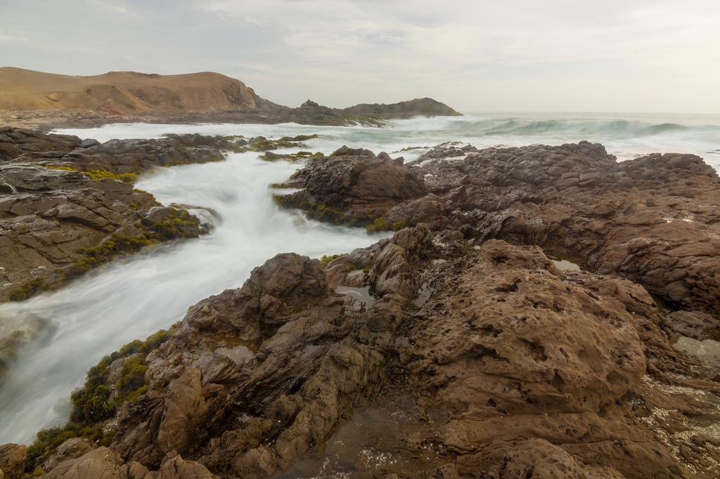 Playa Tuquillo - 5 Destinos para luna de miel y sesiones de fotos en Ancash - El blog de Su - Susana Morales Wedding & Event Planner