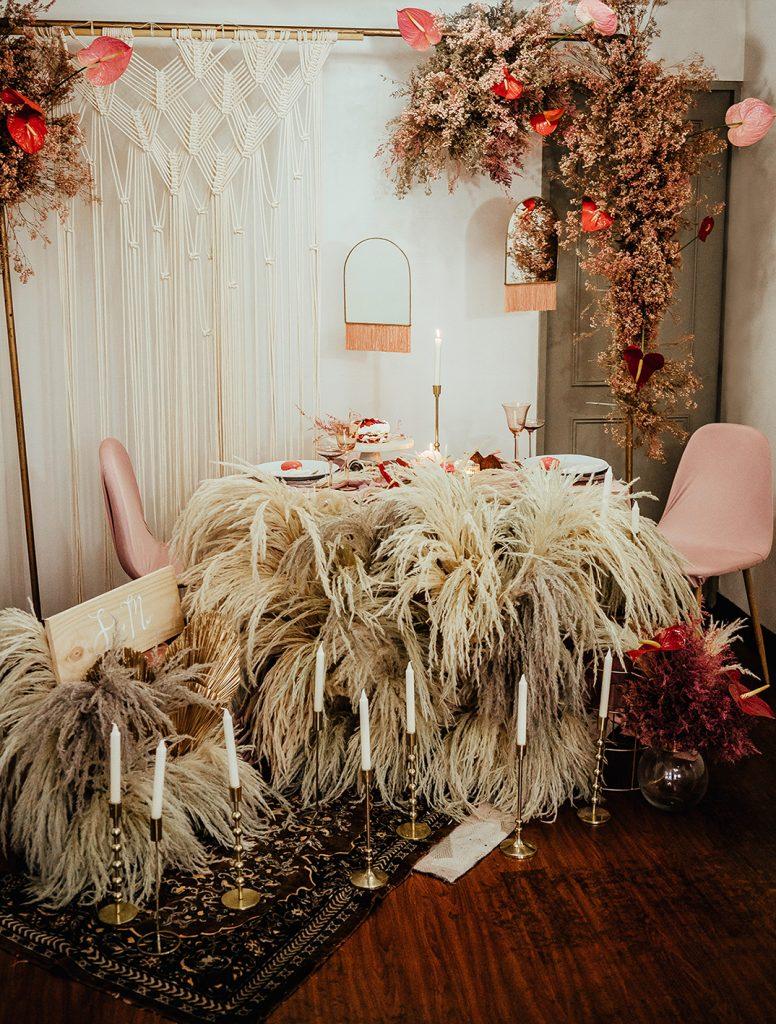 Hermosa decoración de mesa para cenar romántica en la casa de Su - Bodas de bronce, una celebración para tres, en nuestro hogar - El blog de Su - Susana Morales Wedding & Event Planner