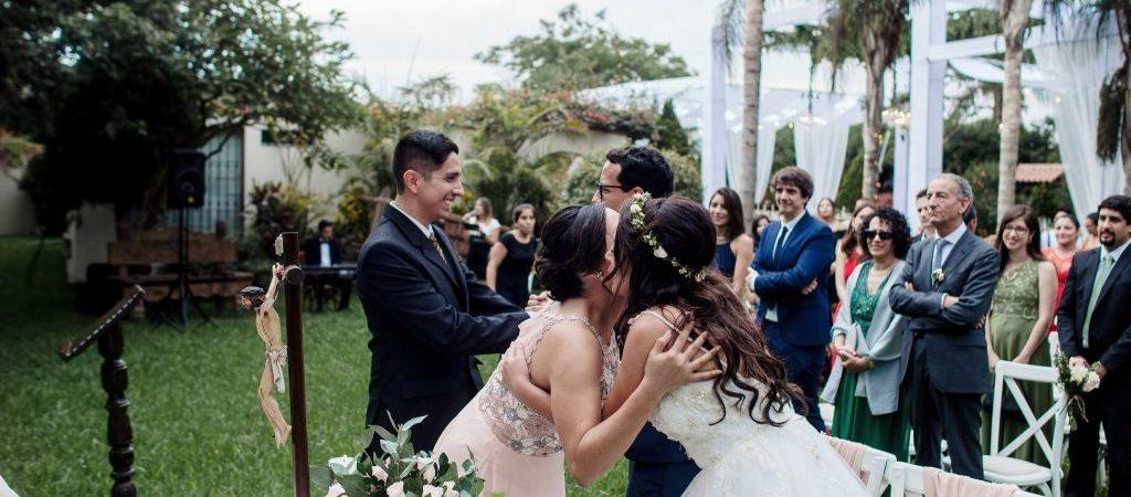 Resalta la particiáción de tus invitados en una boda íntima.